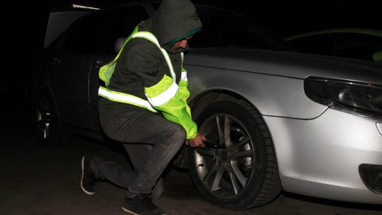 С 18 марта водители обязаны носить светоотражающий жилет