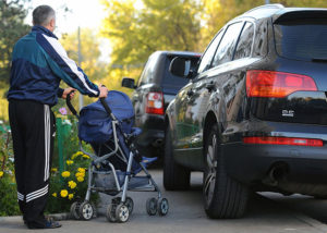 Штраф и эвакуация за парковку на тротуарах
